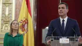 Ana Pastor junto a Pedro Sánchez este jueves en el Salón de los Pasos Perdidos del Congreso de los Diputados.