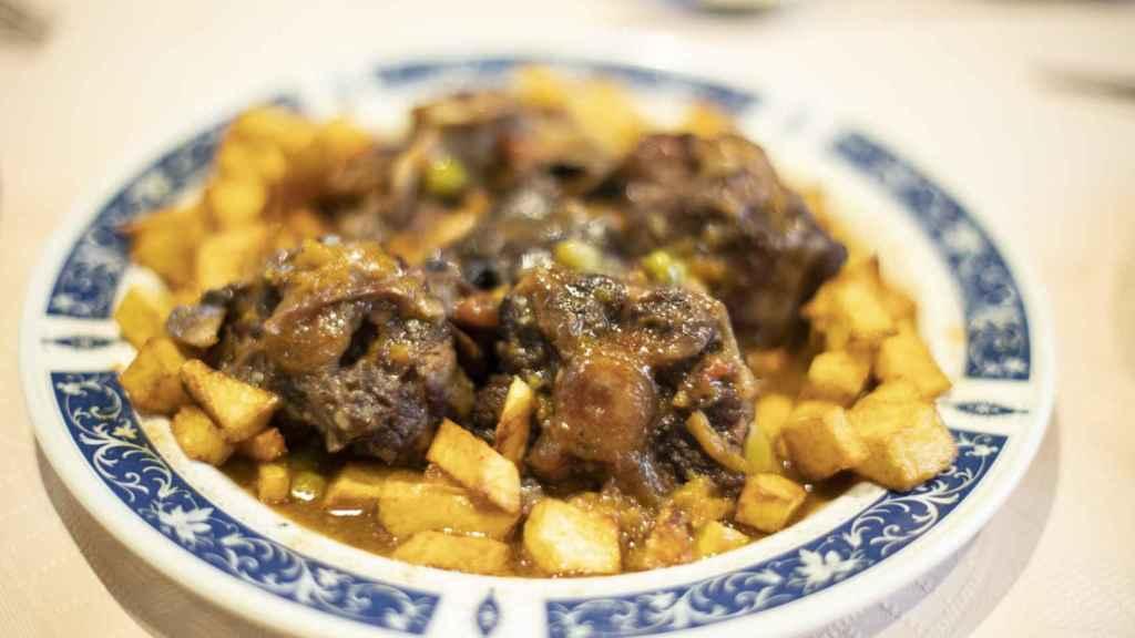 Ración de rabo de Toro en el Restaurante Toribio.