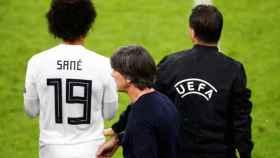 Leroy Sané sale desde el banquillo alemán.