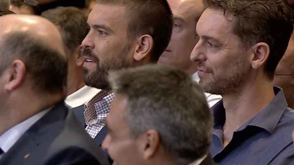 Pau y Marc Gasol, en la despedida de Juan Carlos Navarro