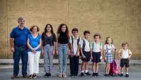 De izquierda a derecha Borja Grosso y Ángela de la Lama junto a sus hijos Belén, Paz, Borja, Juan, Pepe, Ángela y Pablo.
