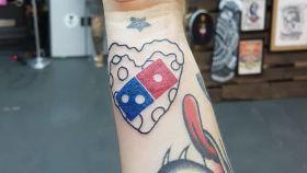 Una promoción de Domino's Pizza ha hecho que más de 300 personas se tatúen el logo.