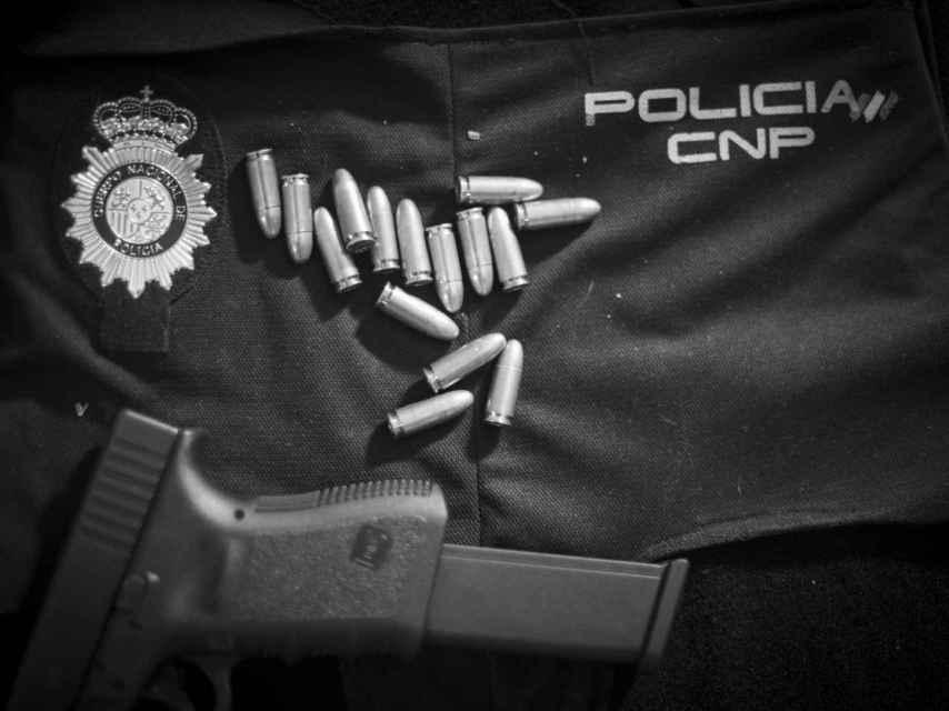 Las bandas de ladrones de narcotraficantes compran la indumentaria oficial de Policía y Guardia Civil a agentes corruptos para realizar los robos.