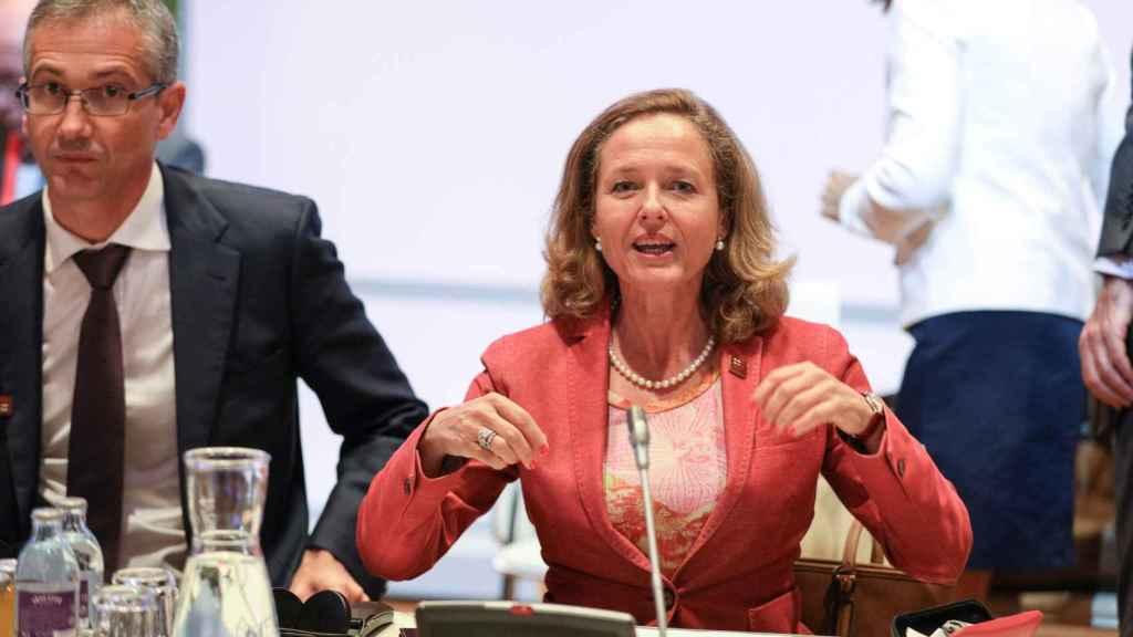 La ministra Nadia Calviño y el gobernador de Banco de España, Pablo Hernández, durante el Ecofin