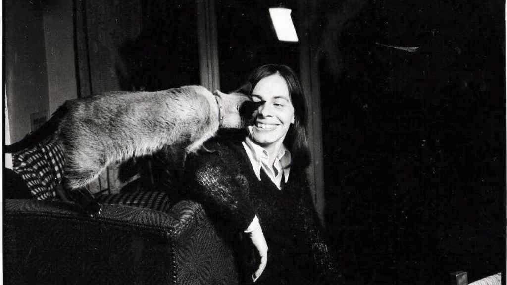 Peri Rossi y su gato.