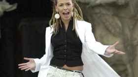 Beth en su videoclip Dime, canción con la que representó a España en Eurovisión.