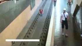 Arroja a un hombre a las vías del metro tras discutir con su pareja