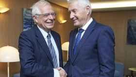 Borrell saluda al secretario general del Consejo de Europa, Thorbjorn Jagland