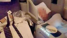 La fotografía del piloto durmiendo tomada por un pasajero y publicada en Mirror