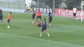 Vinicius se marca una chilena en el entrenamiento. Foto: Twitter (@realmadrid)