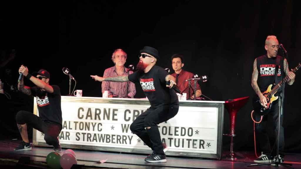 La actuación de César Strawberry en el cumpleaños de Carne Cruda.