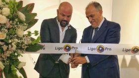 Miguel Ángel Loor, presidente de la Liga Profesional de Fútbol de Ecuador, y Javier Tebas, presidente de La Liga. Foto: Twitter (@LigaProEC)