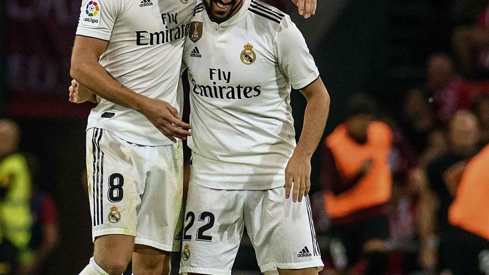 Kroos felicita a Isco por su gol.