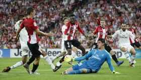 Courtois no puede parar el balón frente al Athletic