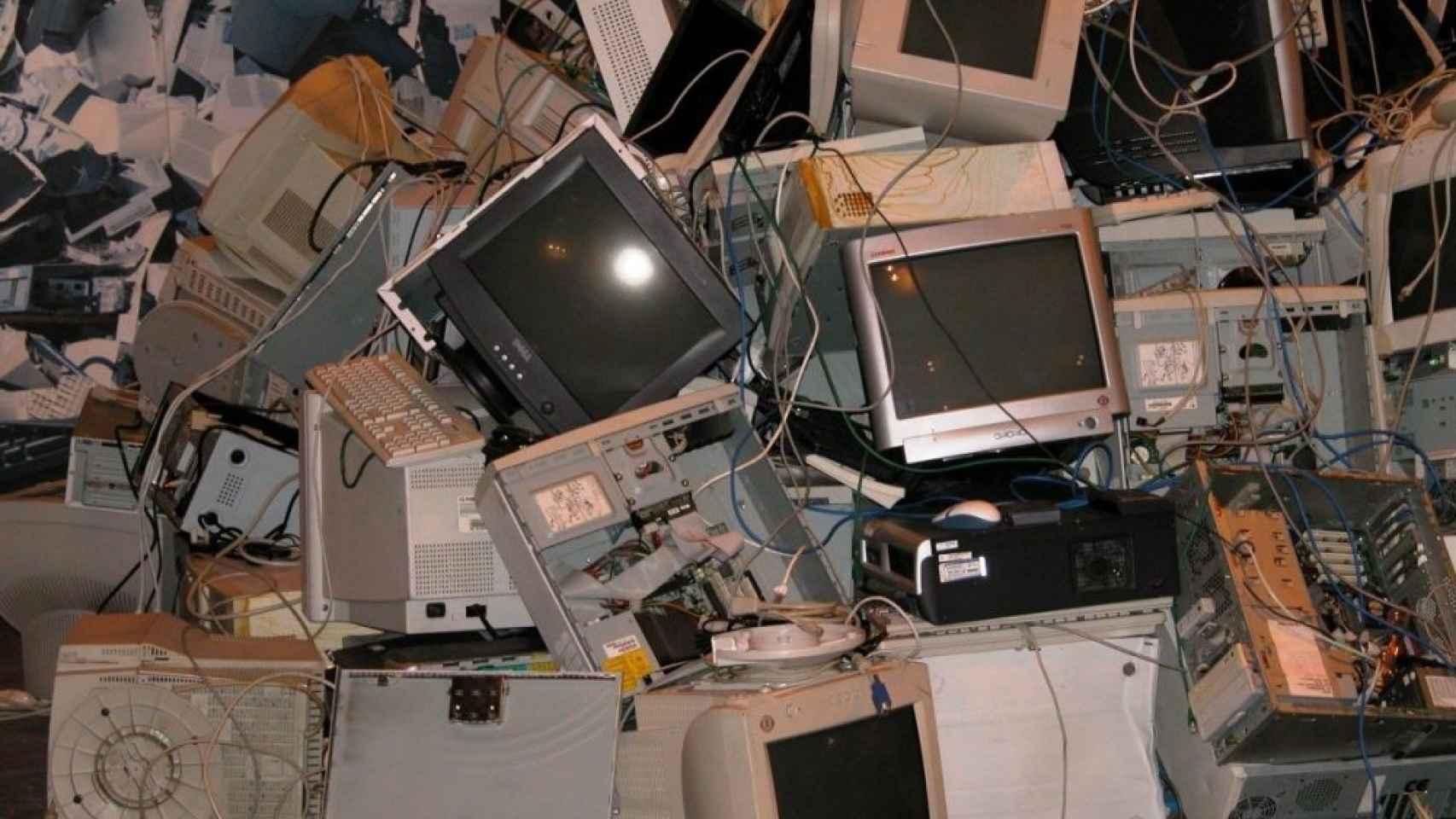 Los riesgos de reciclar dispositivos electrónicos con baterías de iones de litio