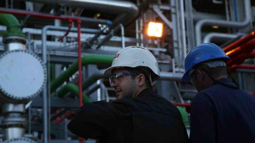 El sector industrial es uno de los sectores en los que más horas extra se realizan.