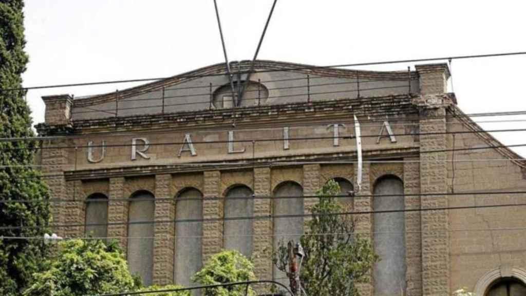 Fachada de la antigua fábrica de Uralita S.A. en Cerdenyola del Vallés (Barcelona).
