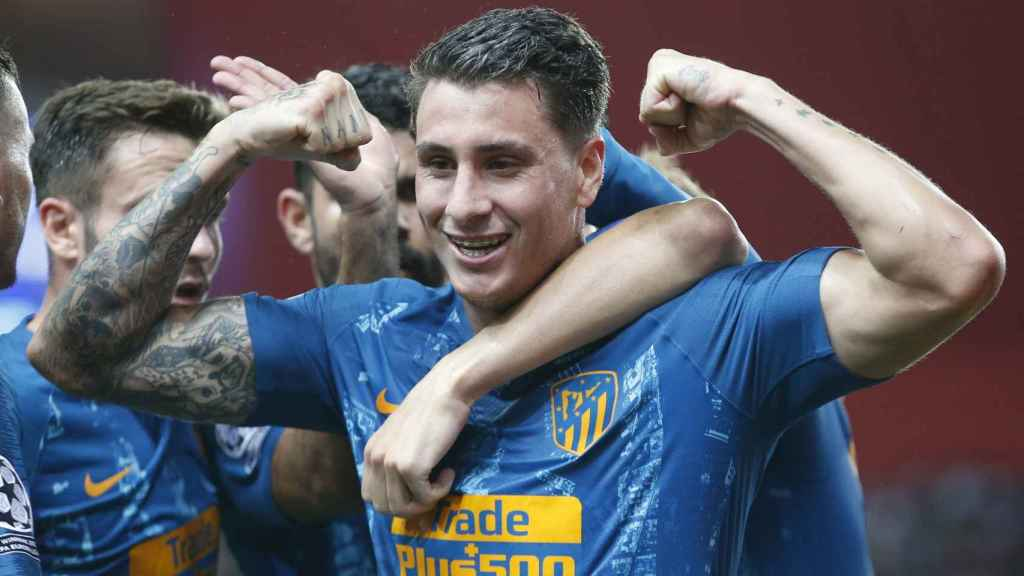 Giménez celebra un gol en el Mónaco - Atlético de Champions League