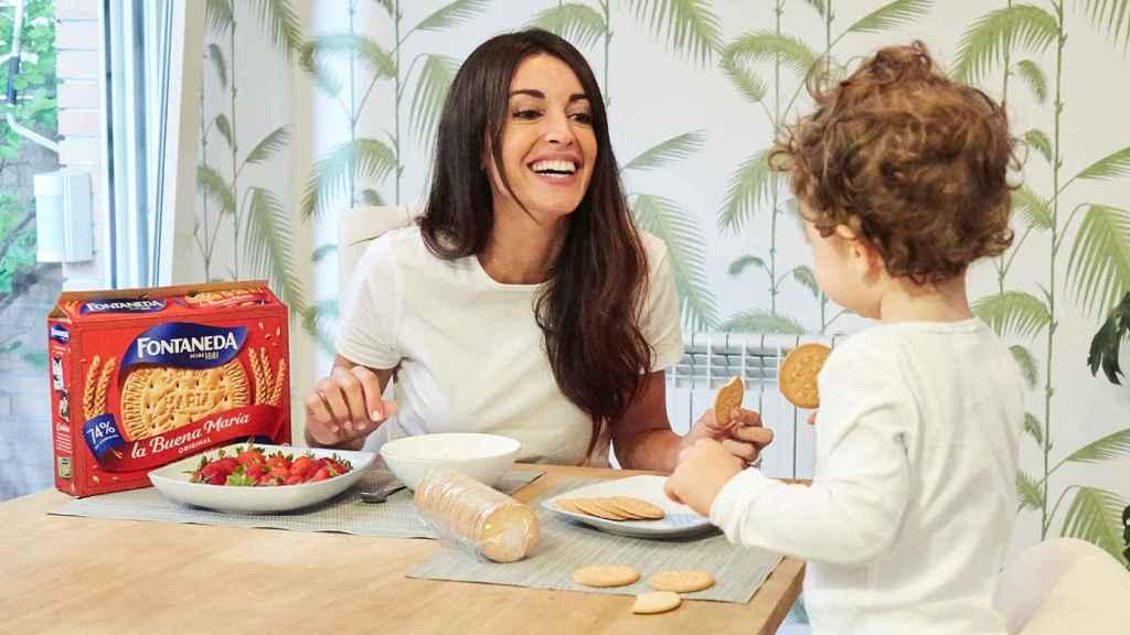 Noelia con su hijo.
