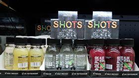 Los tres nuevos 'shots' con carbón activo, aloe vera y jengibre que comercializa Mercadona.