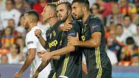 Los jugadores de la Juventus celebran uno de los dos goles de su equipo.