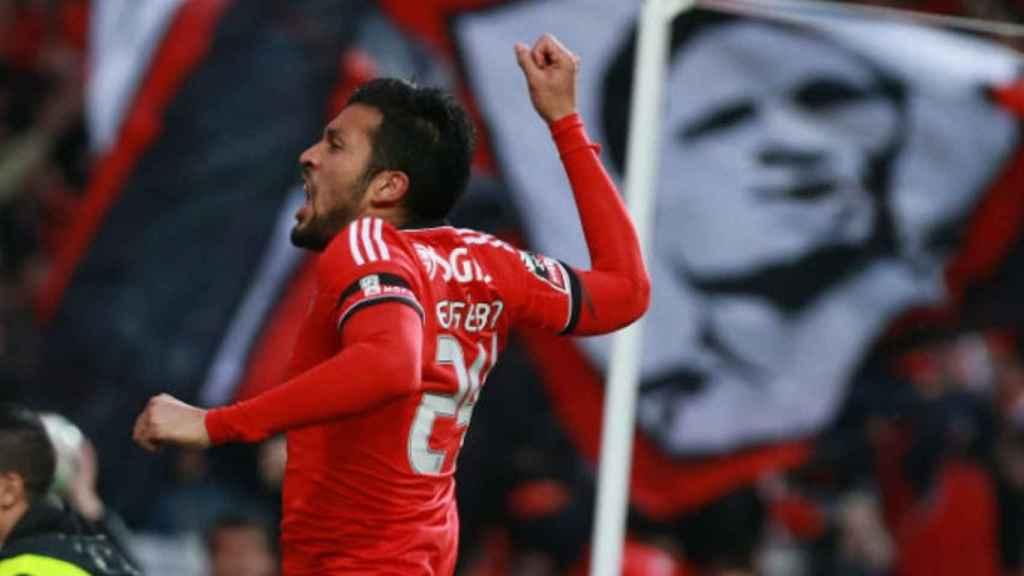 Garay celebra un gol durante su etapa en el Benfica. Foto: slbenfica.pt