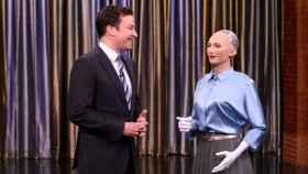 Una imagen de Sophia, un robot humanoide realista creado por Hanson Robotics, en el programa de Jimmy Fallon.