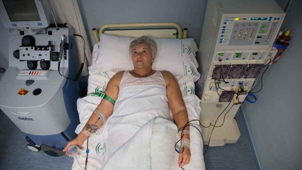María José acude una vez al mes al Hospital Virgen del Rocío para practicarse una aféresis con la que eliminar el colesteros en sangre.