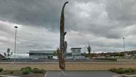 La polémica escultura que se está deteriorando en un pueblo escocés.