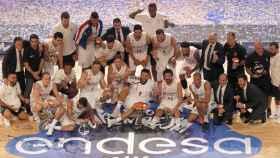 Jugadores celebrando el éxito.