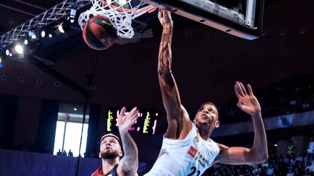 Tavares hace un mate en la final de la Supercopa ACB