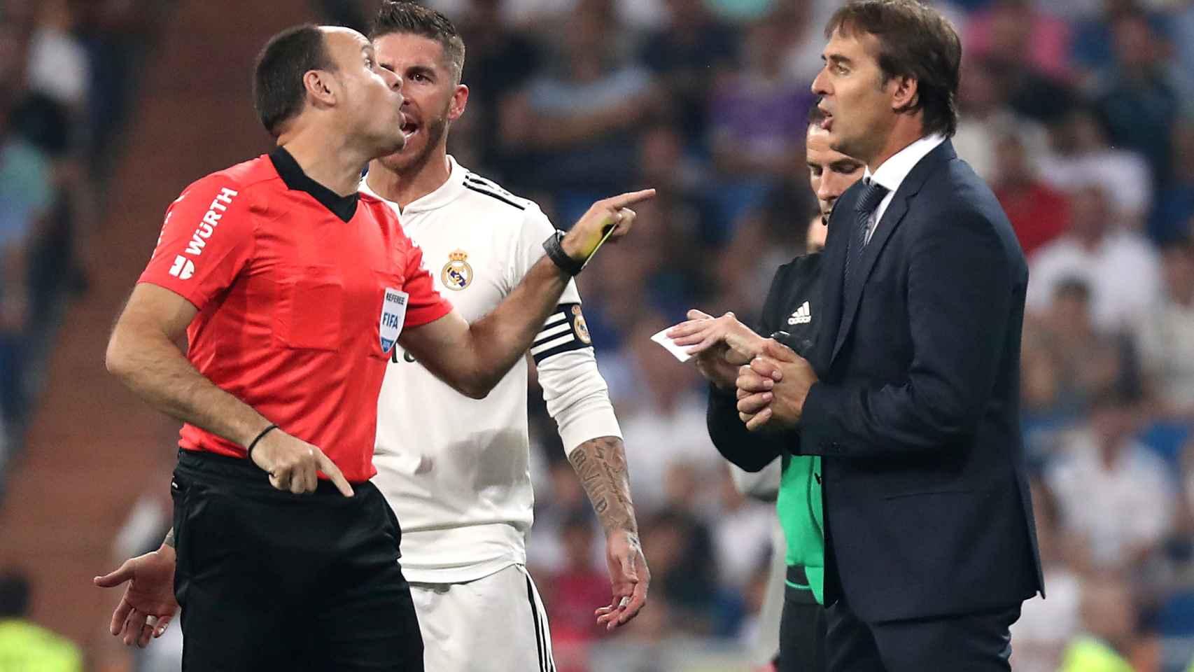 Mateu Lahoz discute con Lopetegui y Sergio Ramos