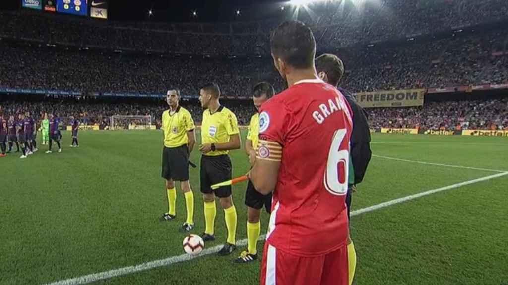Pancartas en el Camp Nou antes del Barcelona Girona.