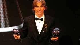 Modric con sus premios en la gala The Best de la FIFA