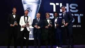 Los jugadores del Real Madrid con Florentino Pérez después de los premios The Best