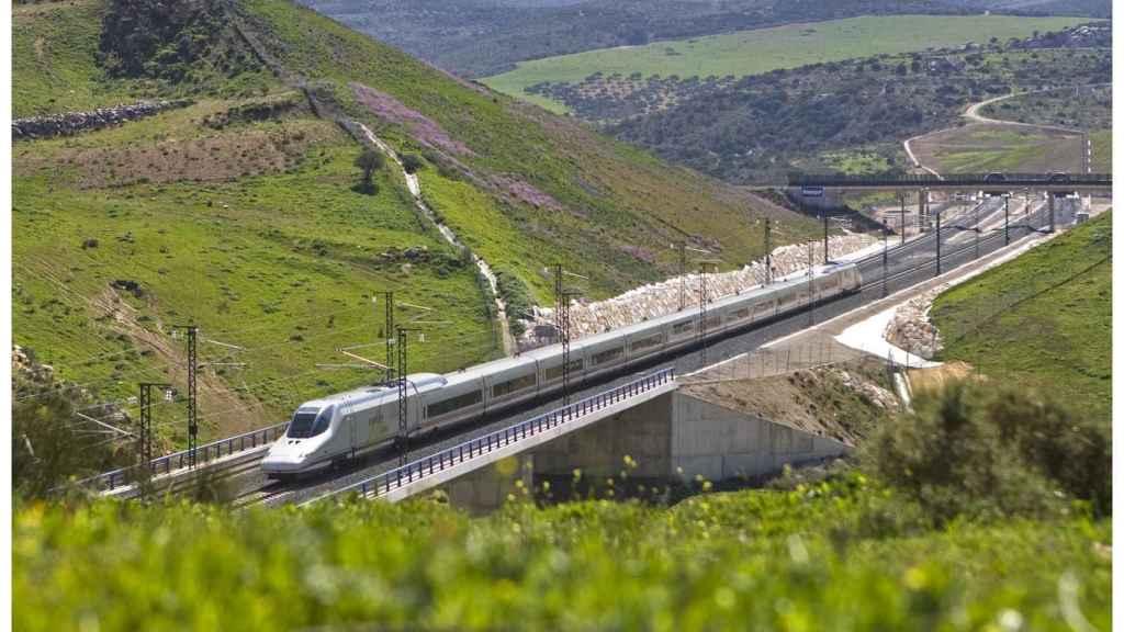 El ministro de Fomento anuncia la llegada del AVE a Granada para junio de 2019