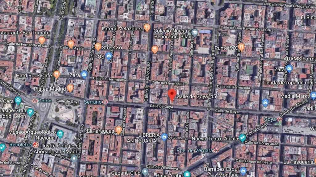 La tienda de Vodafone (símbolo rojo) en una zona privilegiada: a 10 minutos andando desde la plaza de Colón