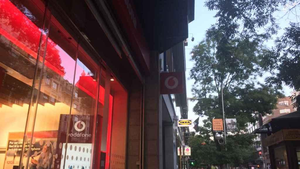 Escaparate de Vodafone en Goya