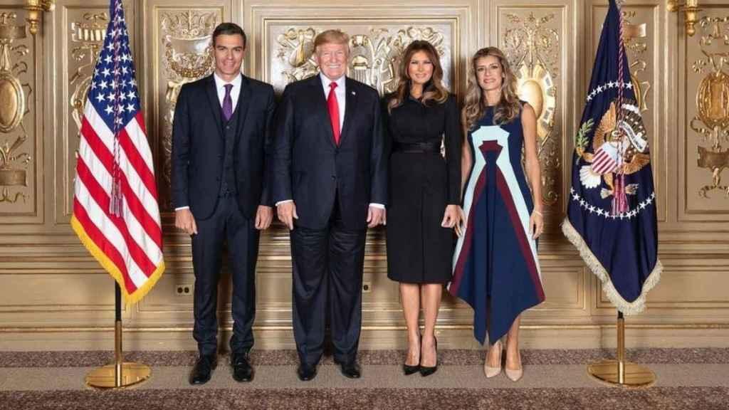 Pedro Sánchez, Donald Trump, Melania Trump y Begoña Gómez con el vestido de Delpozo.