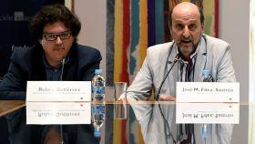 El presidente de la SGAE José Miguel Fernández Sastrón (d), y el director de Investigación de la SGAE Rubén Gutiérrez, durante la presentación del Anuario SGAE.