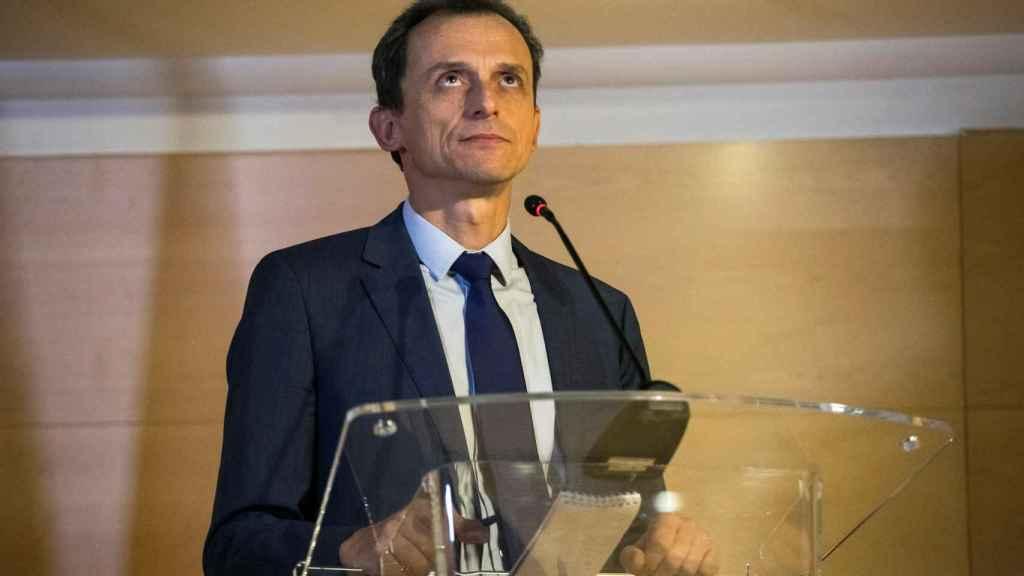 El ministro Pedro Duque, exministro de Ciencia, en la rueda de prensa para dar explicaciones sobre sus cuentas.