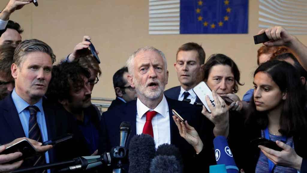 Jeremy Corbyn habla con la prensa tras reunirse con Michel Barnier