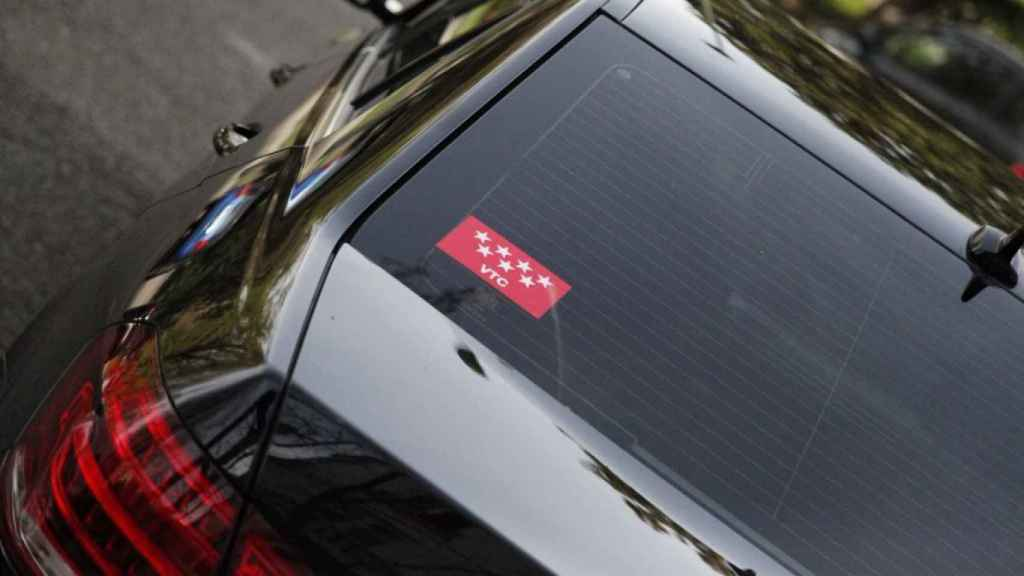 Un coche de alquiler sin conductor (VTC) perteneciente a la Comunidad de Madrid.