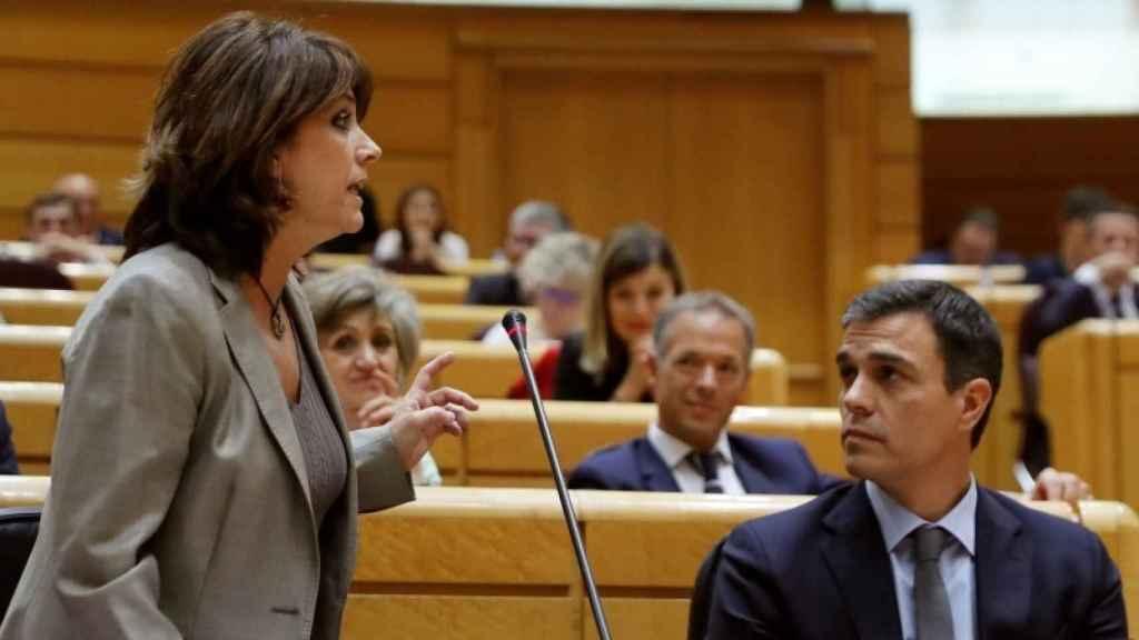 Dolores Delgado habla y Pedro Sánchez escucha.