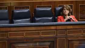 Dolores Delgado, sola en su escaño.