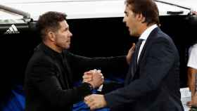 Julen Lopetegui saluda a Simeone en el Santiago Bernabéu