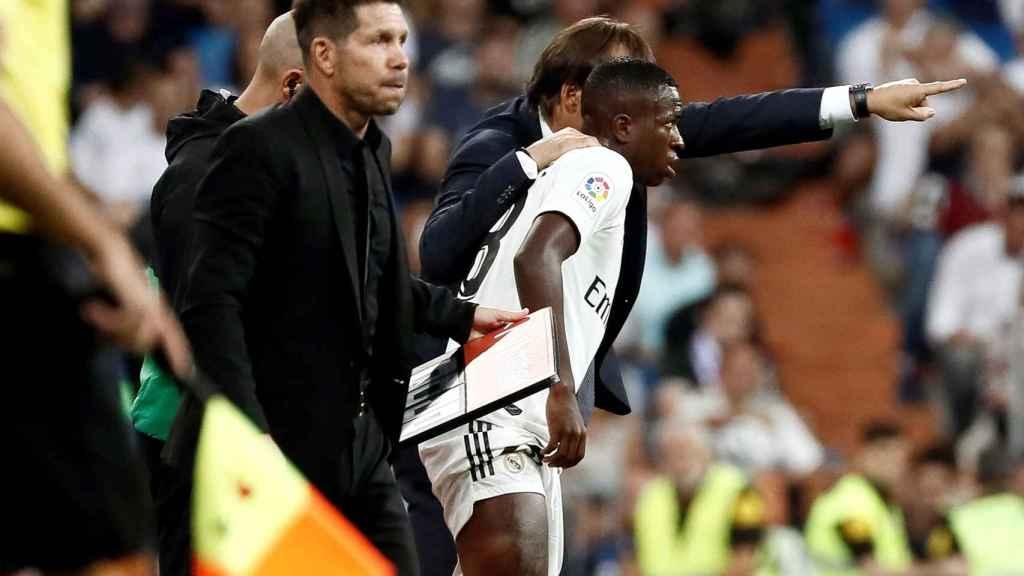 Lopetegui da órdenes a Vinicius antes de debutar en partido oficial