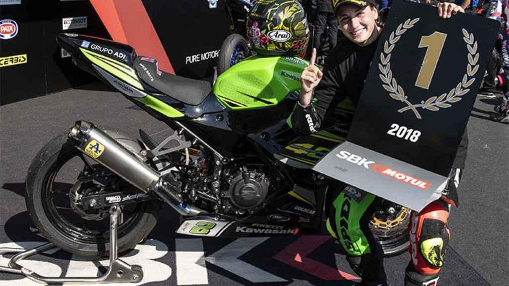 Ana Carrasco, tras ganar el título en el circuito francés de Magny-Cours.
