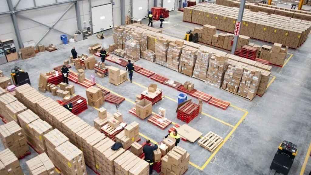 El interior de una planta de logística, en una imagen de archivo.