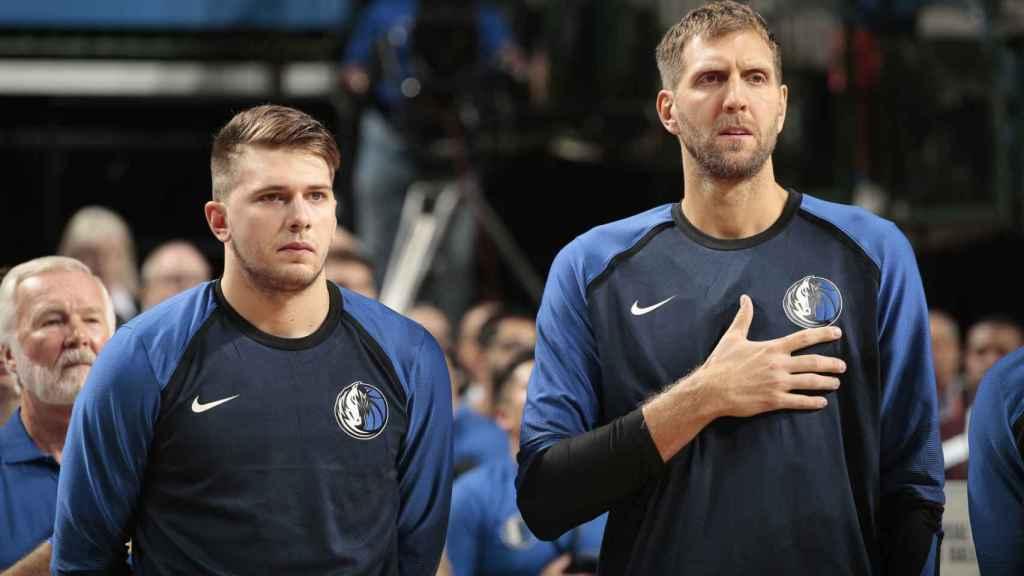 Luka Doncic y Dirk Nowitzki. Foto: mavs.com